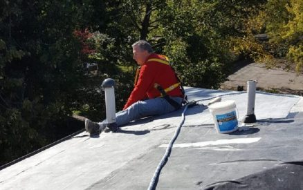 Tom fixing roof